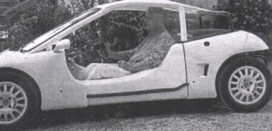 Konk a bordo dell'autovettura da lui stesso ideata e realizzata